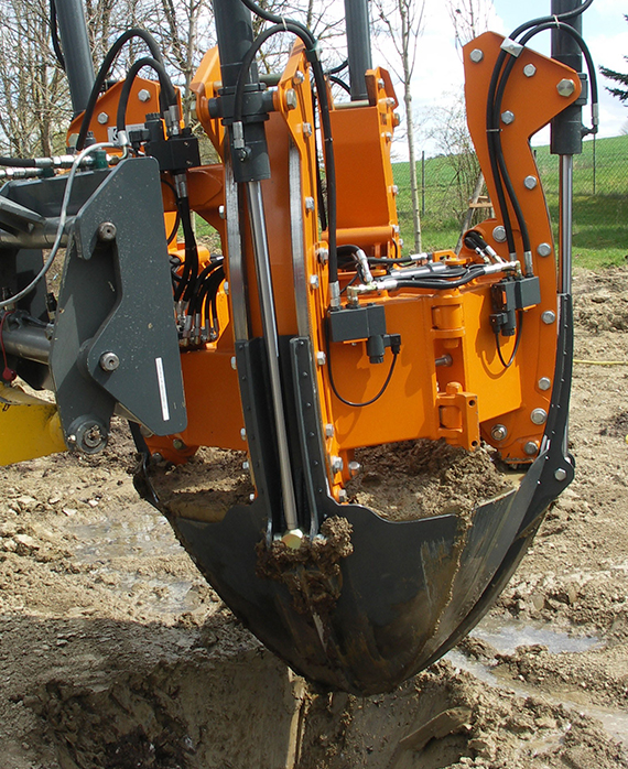 The transplanting hole is dug using the root ball transplanter.