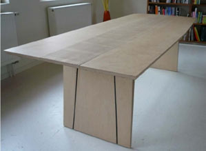 laterally extendable table
