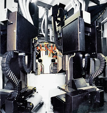 Triflex cable carrier in machining center
